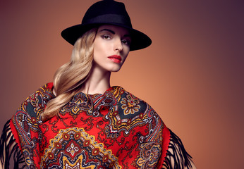 The Spreading Popularity of Fashion ShawlsThe Spreading Popularity of Fashion Shawls