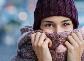 how to wear a winter scarf